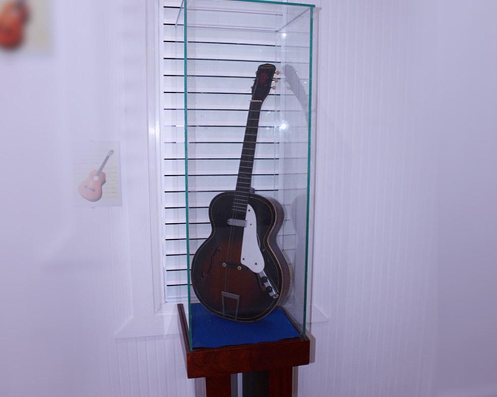 La voz del yuna 1000x800 guitarra-min